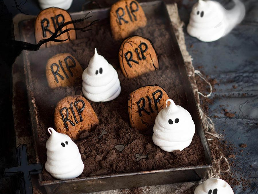 Ghostly Meringues | Whoopie Pie Spiders | Bleeding Brownies