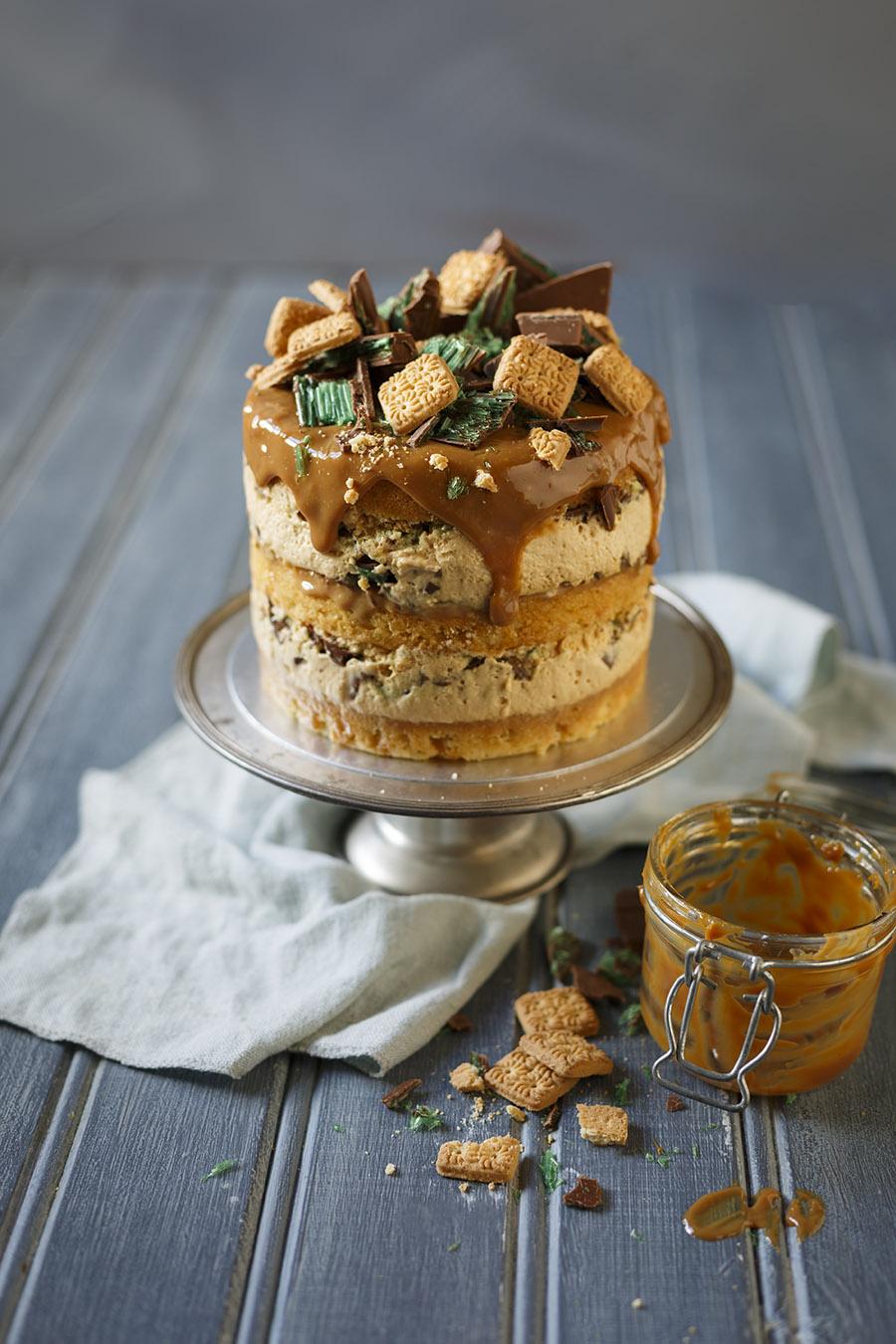 Caramel Peppermint Crisp Cake
